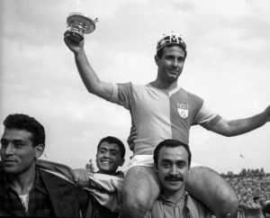 Galatasaraylı Metin Oktay, Türkiye Ligi 1968 - 1969 sezonunda gol kralı oldu, Hikmet Tanılkan - Depo Photos