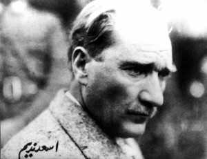 6.Esat-Nedim-Tengizman-imzalı-bir-Atatürk-fotoğrafı